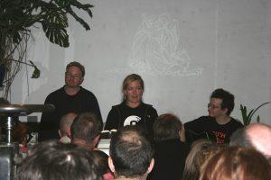 Michael Hutter, Jutta Vollmer (Kölner Graphikwerkstatt) und Klaus Fehling bei den ersten Parallelwelten in Köln.